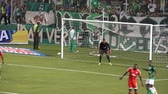ошибки : Goalie Watches Ball Miss Goal