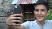 vaidade : Hispanic Teen Taking Selfie