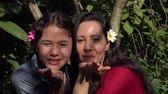 dcera : Mother and Daughter with Flowers Dostupné videozáznamy