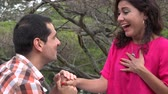 noivo : Woman Accepts Marriage Proposal