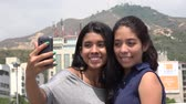 vaidade : Teen Girls Posing For Selfie