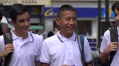 caminhada : Male Teen Students Walking