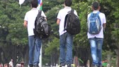 saco : Students Wearing Backpacks Walking