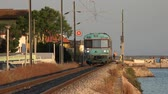 trilho : Commuter Train And Track