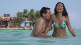 amante : Dating Couple Having Fun On Tropical Vacation