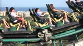 lovaglás : People Riding Roller Coaster