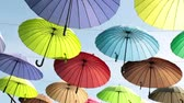napernyő : Bright colored umbrellas against the sky.