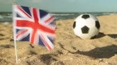 idéia genial : Sandy beach, football ball and the flag of Great Britain.