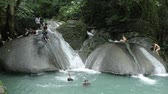 칸차나 부리 : THAILAND, KANCHANABURI PROVINCE, OCTOBER 23, 2014: People in Erawan National Park and Erawan Waterfall in Kanchanaburi Province, western Thailand