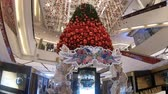 óculos : BANGKOK, THAILAND - December 10, 2016 : Decoration of Christmas tree at Paragon Shopping mall, Thailand