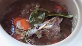 cocotte : Meat with vegetables in the multicooker. Cooking time Vidéos Libres De Droits
