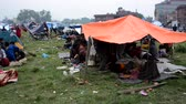terremoto : KATHMANDU NEPAL  APRIL 26 2015: People stay in tents in a makeshift camp in  Chuchepati area after the 7.8 earthquake that hit Nepal on 25 April 2015.