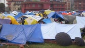 terremoto : KATHMANDU NEPAL  APRIL 28 2015: People stay in tents in a makeshift camp in  Chuchepati area after the 7.8 earthquake that hit Nepal on 25 April 2015.