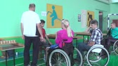 精神 : People with disabilities go in for sports