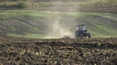 veld : Preparation for sowing works Stockvideo