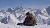 vocacion : Spouses on vacation in the Caucasus Mountains