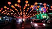 китайский квартал : YANGON, MYANMAR - FEBRUARY 14, 2018: Evening Maha Bandula avenue during Spring Festival in Chinatown with numerous red lanterns above the road, on February 14 in Yangon. Стоковые видеозаписи