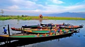 inlay : INLE LAKE, MYANMAR - FEBRUARY 18, 2018: Numerous canoes with boaters at the wharf of Nga Phe Kyaung Monastery of jumping cats, located on Inle Lake, on February 18 in Inle lake Stock Footage