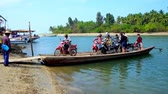 Бирма : THAZIN, MYANMAR - FEBRUARY 28, 2018: People get off the ferry with bike and bags in small fishing village, located on the river bank between Chaung Tha and Ngwesaung resorts, on February 28 in Thazin Стоковые видеозаписи