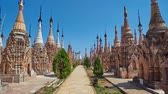 Бирма : KAKKU, MYANMAR - FEBRUARY 20, 2018: The walk along the central alley of ancient site of Kakku Pagodas with a view on preserved stupas with beautiful hti umbrellas on tops, on February 20 in Kakku.