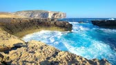 máltai : San Lawrenz coast is the nice place to enjoy the beauty of Gozo Island, watch the strong sea waves and huge limestone cliffs, Malta.