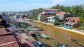 santuário : NYAUNGSHWE, MYANMAR - FEBRUARY 19, 2018: The narrow long canal of Inle Lake with kayak port and small houses and tourist hotels on its banks, on February 19 in Nyaungshwe.