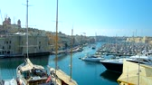 bástya : BIRGU, MALTA - JUNE 19, 2018: The city hill is the best place to observe the long marina of Vittoriosa and preserved Sheer Bastion of Senglea, on June 19 in Birgu.