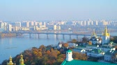 bizantino : Observe the foggy Dnieper river with its bridges, autumn greenery along the banks and Church of the Nativity of the Blessed Virgin Mary of Lower (Far) Caves of Kiev Pechersk Lavra Monastery, Ukraine. Vídeos