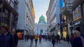 vídeň : VIENNA, AUSTRIA - FEBRUARY 17, 2019: Walk along the Kohlmarkt, one of the central shopping areas of the city, leading to St Michael Square (Michaelerplatz) and Hofburg Palace, on February 17 in Vienna