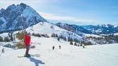 pista da sci : GOSAU, AUSTRIA - FEBRUARY 26, 2019: The slopes of Zwieselalm mount Dachstein West Alps are popular among the skiers and boarders, visiting Salzkammergut resorts, on February 26 in Gosau. Filmati Stock