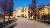 vídeň : VIENNA, AUSTRIA - FEBRUARY 19, 2019: Walk along the Obeliskenallee of Meidlinger Lindenwaldchen (Linden Groves of Meidlinger) garden of Schonbrunn palace, on February 19 in Vienna.