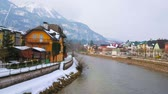 The old villas on the snowbound  bank of Traun river with a foggy slope of Mount Katrin on background, Bad Ischl, Salzkammergut, Austria. Vídeos