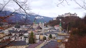 conservar : Observe the old town with Hohensalzburg Fortress, rising over the old town roofs and domes, seen through the greenery of Monchsberg Hill, Salzburg, Austria
