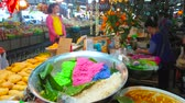 çarşı : CHIANG MAI, THAILAND - MAY 4, 2019: The stall of farmers Gate Market sells ingredients for mango sticky rice Thai dessert - colored rice, fresh mangos and coconut milk, on May 4 in Chiang Mai Stok Video