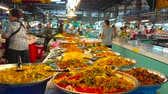 zupa rybna : CHIANG MAI, THAILAND - MAY 4, 2019: Wide range of takeaway foods in a stall of Tanin market - vegetable and chicken curry, roasted salads, noodles, deep fried fish and seafood, on May 4 in Chiang Mai Wideo