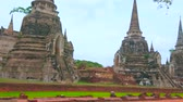 Аюттхая : Walk the ancient site of Wat Phra Si Sanphet with preserved Ceylonese style chedis, foundations of the tmeples and shrines, Ayutthaya, Thailand