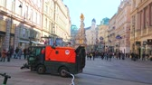 kolumny : VIENNA, AUSTRIA - FEBRUARY 17, 2019: The sweeper and fire truck drive through the crowded Graben street, on February 17, on Vienna