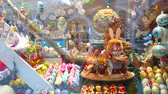 バニー : SALZBURG, AUSTRIA - FEBRUARY 27, 2019: The showcase of the handicraft store with traditional Easter toys, painted eggs, wooden Easter Bunnies and spinning music box, on February 27 in Salzburg 動画素材