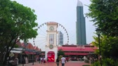 chao phraya : BANGKOK, THAILAND - MAY 15, 2019: Explore area of open air Asiatique The Riverfront shopping mall with shady park, clock tower, pavilions of stores, restaurants and ferris wheel, on May 15 in Bangkok Stock Footage