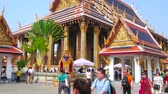 dekor : BANGKOK, THAILAND - MAY 12, 2019: Panorama of Grand Palace grounds with a view on outstanding Phra Ubosot Chapel of Emerald Buddha with rich decorations in Thai style, on May 12 in Bangkok Stok Video