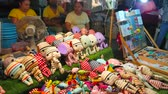 рынок : CHIANG MAI, THAILAND - MAY 4, 2019: The stall of handmade textile toys and magnets in Saturday Night Market, Wualai walking street, on May 4 in Chiang Mai