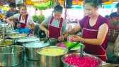 saco : CHIANG MAI, THAILAND - MAY 4, 2019: Tanin market stall with wide range of Thai desserts - sticky puddings, rice and rice noodles in syrup or coconut milk, on May 4 in Chiang Mai Stock Footage
