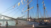 quai : MALAGA, SPAIN - SEPTEMBER 28, 2019: The luxury sailing ship, moored at Muelle Uno pier of Malaga port, attracts the  tourists, walking along the coast, on September 28 in Malaga Vidéos Libres De Droits