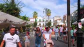 menschenmenge : SANLUCAR, SPAIN - SEPTEMBER 22, 2019: The busy and crowded Plaza del Cabildo square is the central location of Old Town with historic townhouses, cafes and stores, on September 22 in Sanlucar Videos