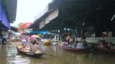 ton : DAMNOEN SADUAK, THAILAND - MAY 13, 2019: The busy canal of Ton Khem floating market with floating sampans (boats) and numerous stalls, offering different goods and foods, on May 13 in Damnoen Saduak Stok Video