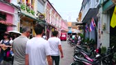 barok : PHUKET, THAILAND - APRIL 30, 2019: People walk along the scenic townhouses of Chinese Baroque stylem that are must see landmark of Phuket City, on April 30 in Phuket