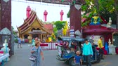 prata : CHIANG MAI, THAILAND - MAY 4, 2019: The tuk tuk taxi brought passengers to the gate of Wat Sri Suphan (Silver Temple), decorated with red Lanna lanterns, on May 4 in Chiang Mai
