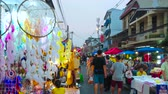 saco : CHIANG MAI, THAILAND - MAY 4, 2019: The crowded Saturday Night Market in Wualai walking street with hanging dreamcatchers, decorated with crochet and feathers on the foreground, on May 4 in Chiang Mai