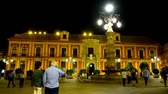 başpiskopos : SEVILLE, SPAIN - OCTOBER 1, 2019: Historical Archbishops Palace in Plaza Virgen de los Reyes square with scenic lamppost fountain in bright evening illumination, on October 1 in Seville