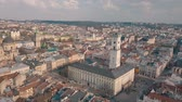 praga : Ukraine Lviv City Council, Town Hall, the tower. Panorama of the ancient city. The roofs of old buildings. Streets Aerial. Vídeos